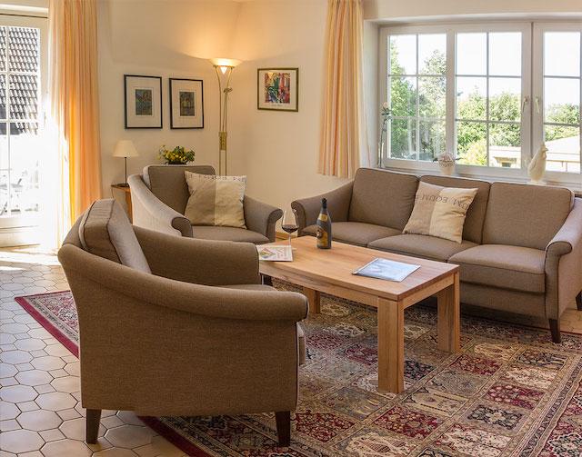 Ferienwohnung Achtern Diek St Peter Ording Dorf Wohnzimmer Tisch
